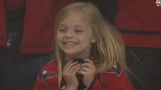 Girl, 6, captured on video scoring puck from NHL player after 2 tries