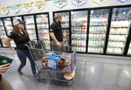 Utah couple that won free groceries pleads guilty to theft