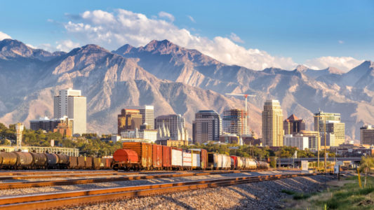 Utah lawmakers approve changes to proposed shipping hub