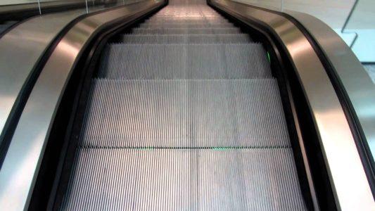 Lawsuit: Utah child lost 2 fingers caught in escalator